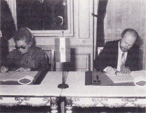Dr. Hertha Firnberg then Austrian Federal Minister for Science and Research and Dr. George Klir signing the IFSR Agreement, 1980. IFSR Newsletter 1984 Vol 4 No 3-4 Autumn