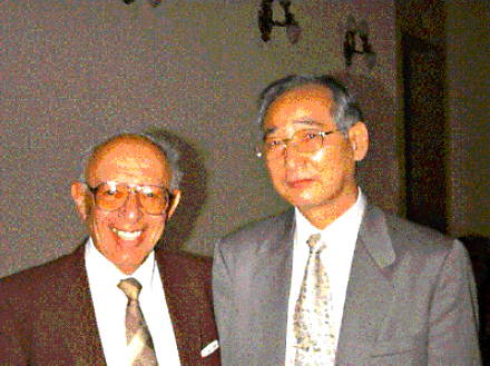 Dr. Harald Linstone hands over the office of President of the ISSS to Prof. Yong Pil Rhee, president of the Korean Society for Systems Science Research, IFSR 1996 Vol 15 No 3 October