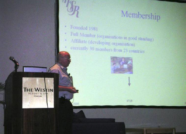 Gerhard Chroust presenting the IFSR at the ISSS Meeting in Cancun, July 2005, IFSR Newsletter 2005 Vol. 23 No. 1 December
