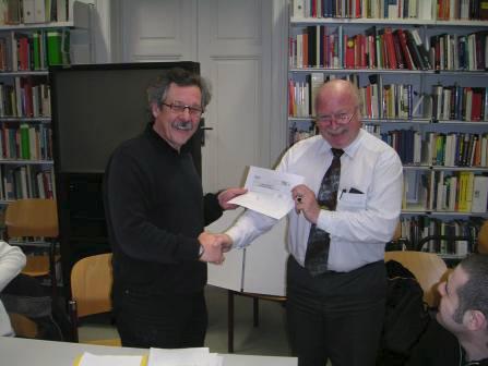 Bertalanffy Center: Handing the IFSR € 500.- donation to the BCSSS, IFSR Newsletter 2005 Vol. 23 No. 1 December