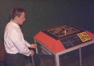 Richard Eier demonstrating the Mouse, Gerhard Chroust, IFSR Newsletter 1999 Vol. 18 No. 2 July