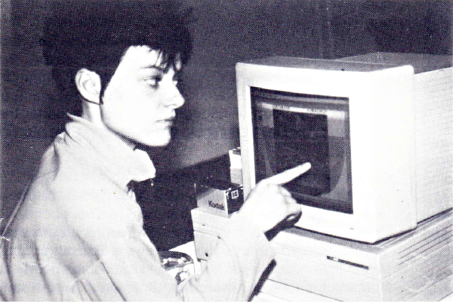 Interactive art - The artist receives an image on the computer screen. Alters it and sends it back. Foto by Stephen Sokoloff. IFSR Newsletter 1990 No. 1 (25)
